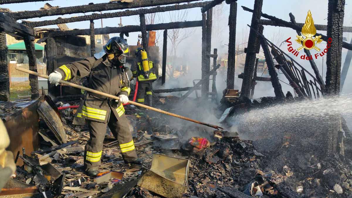 Noale garage adibito a deposito in legno va a fuoco for Garage con deposito